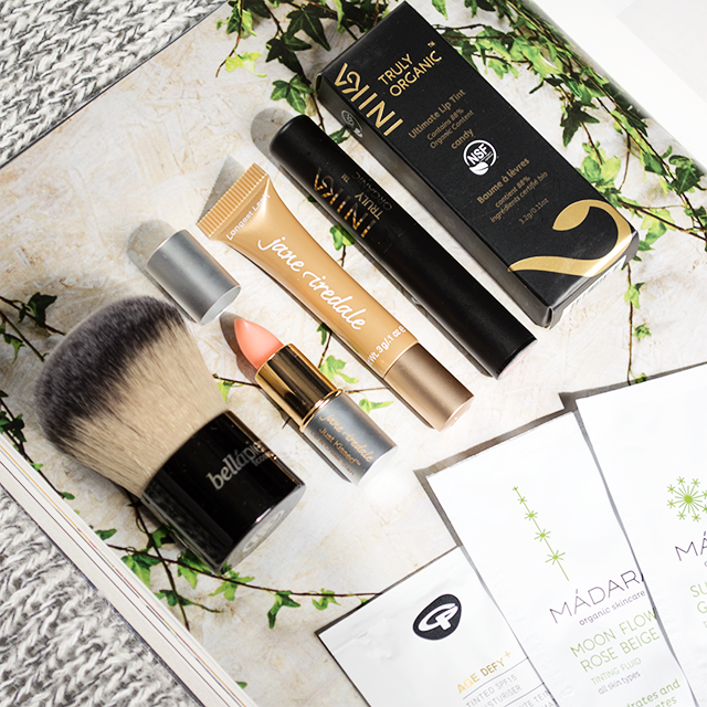 Naturisimo natural makeup discovery box featuring Inika Candy Lip Tint, Bellapierre Kabuki Brush, Jane Iredale Mascara & Lip & Cheek Stain and sample sachets of Green People and Madara tinted moisturiser